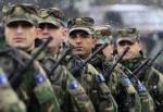 Membres des Forces de sécurité du Kosovo (KSF) montent la garde lors d'une cérémonie à Pristina le 21 janvier 2011.  REUTERS / Hazir Reka