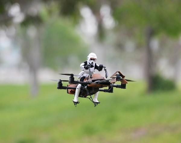 """Avec la proliférations de """"drones-jouets"""", les industriels rivalisent d'inventivité pour créer le système anti-drone parfait"""