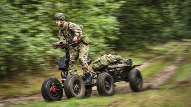 La trottinette électrique EZ Raider HD4 testée par la 11e brigade aéromobile de l'armée néerlandaise (Crédit photo: MATTY VAN WIJNBERGEN)