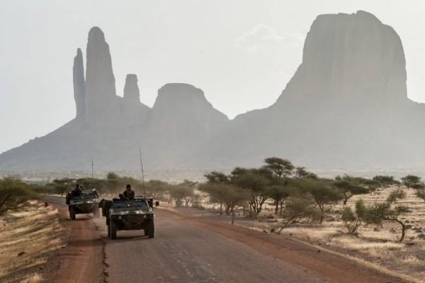 Cavaliers du 1er régiment de chasseurs pendant l'opération Piana qui a mobilisé plus de 400 militaires issus des Forces de défense et de sécurité du Mali (FDSM), de la force française Barkhane et de la MINUSMA. Ces militaires se sont déployés dans le Gourma pour y effectuer d'importantes patrouilles conjointes dans une zone qui était réputée avoir hébergé des groupes armés terroristes (GAT) (Crédit photo: armee2terre)