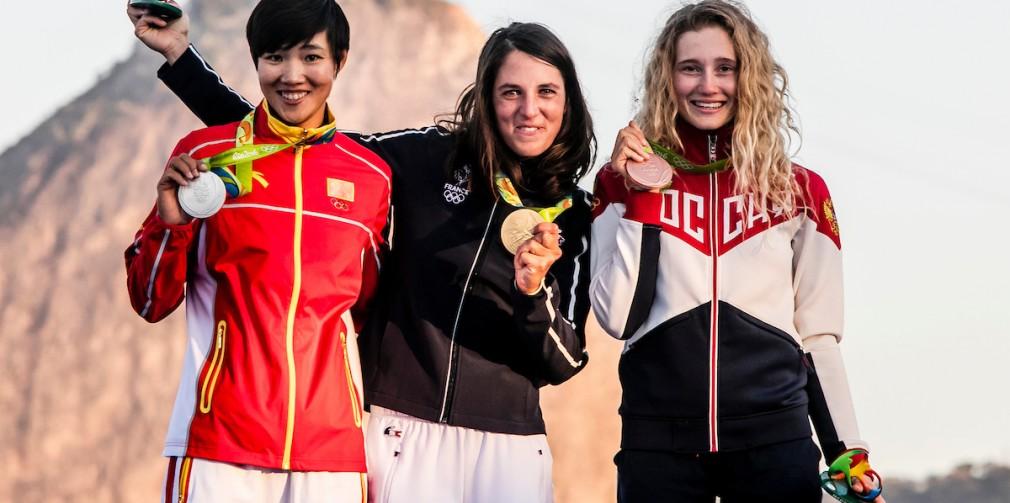 Charline Picon est entourée de Peina Chen et de Stefania