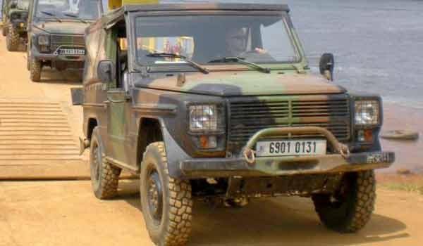 Des Peugeot P4 de la Légion étrangère en opération au Gabon en 2012