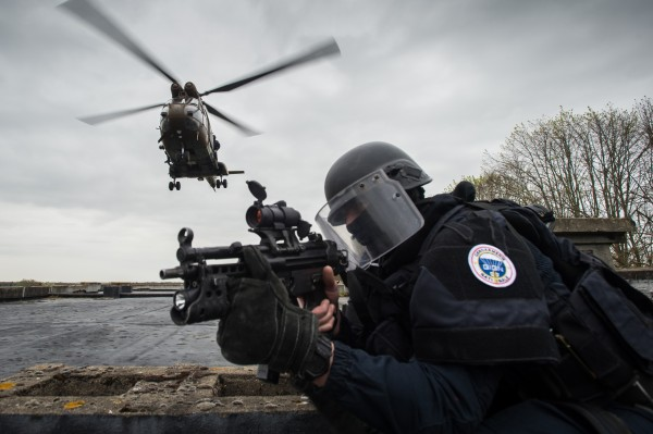 Exercice GIGN dépose corde lisse