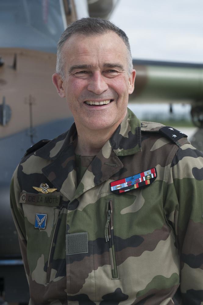 Le général Olivier Gourlez de la Motte, commandant de l'Aviation Légère de l'Armée de Terre