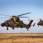 """Deux Tigre ARH du 1st Aviation Regiment de l'Australian Army décollent lors de l'exercice """"Northern Shield 2015"""" (Crédit photo: ministère de la Défense australien)"""