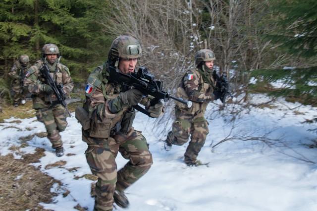 Les soldats de la mission Lynx durant l'exercice Tornado (Crédit: ministère de la Défense)