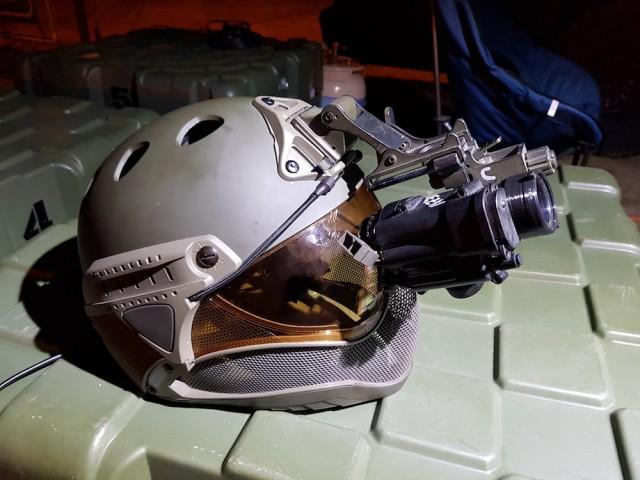 La startup travaille - aussi - à l'intégration de NVG sur son casque (Crédit photo: Warq)