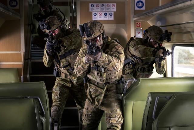Des membres du 2e régiment de commandos australien lors d'un entraînement au contre-terrorisme à Sidney, juin 2019 (Crédit photo: Commonwealth d' Australie)