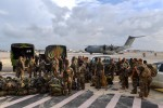 L'A400M a rejoint Saint-Martin. À son bord : des soldats du 33eRIMa, 2 camions et 6 tonnes d'eau et de rations