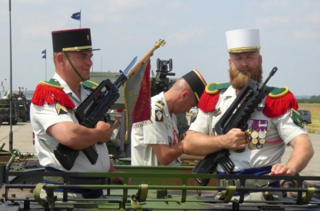 Légionnaires 2e REG sur VAB