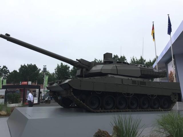 L'EMBT dévoilé sur le stand de KNDS à l'occasion d'Eurosatory 2018, on reconnait bien la tourelle du Leclerc (Crédits : Forces Opérations Blog)