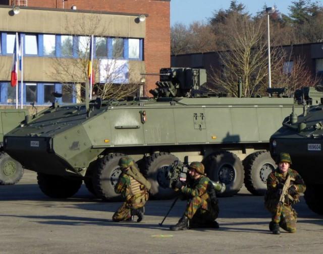Piranha IIIC Fus 12.7 avec une équipe  Spike-LR, missile antichar mis en service dans l'armée belge à partir de décembre 2015 (photo: Forces Operations)