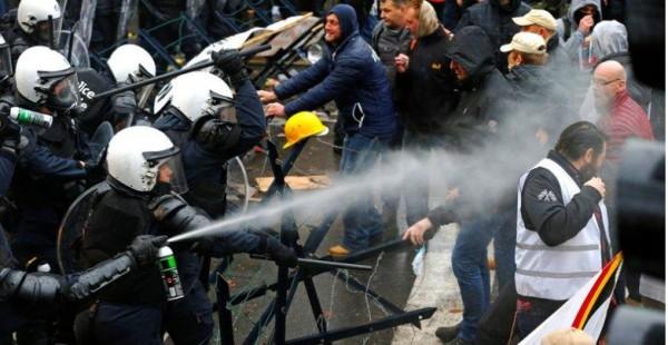 Les militaires belges et leurs proches manifestent dans les rues de Bruxelles contre l'augmentation de l'âge de la retraite (Crédit photo: CGSP Défense)
