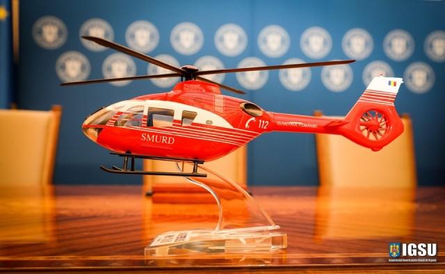 Un modèle réduit du H135 d'Airbus Helicopters aux couleurs du SMURD roumain (Crédit photo: IGSU)