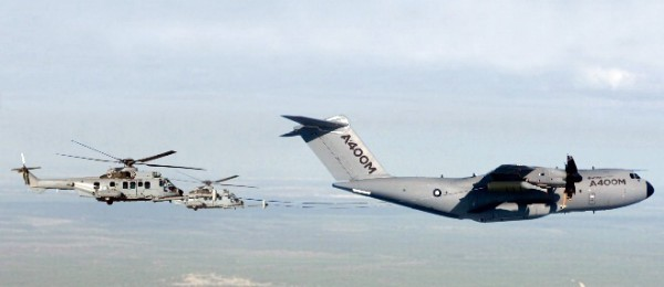 Airbis-A400M-Refuelling-Helicopters