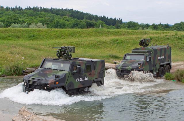 L'Eagle 5 4x4 prend l'eau au Danemark, au profit de la configuration 6x6 (Crédit: GDELS-Mowag)