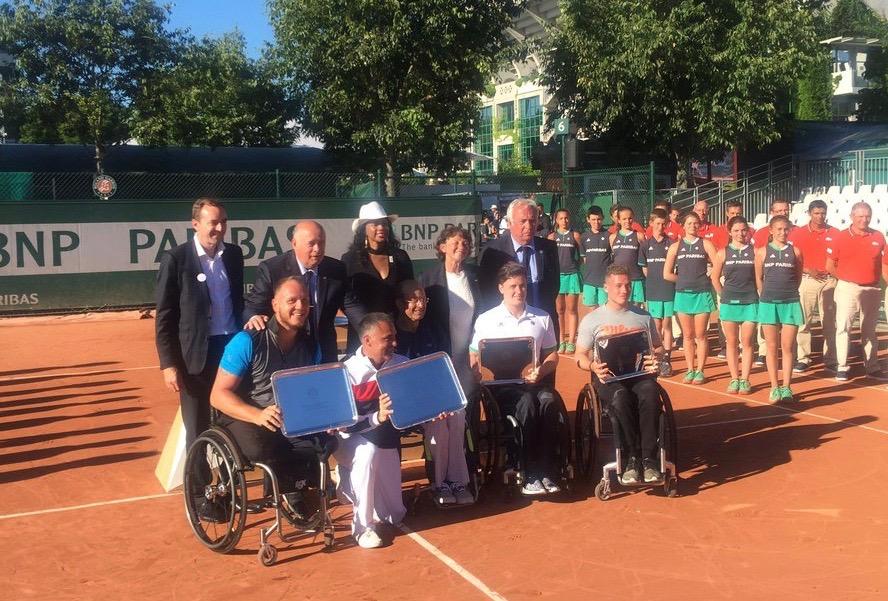 Les finalistes prennent la pose avec Laura Flessel, ministre des sports (crédit photo: compte Twitter Laura Flessel)