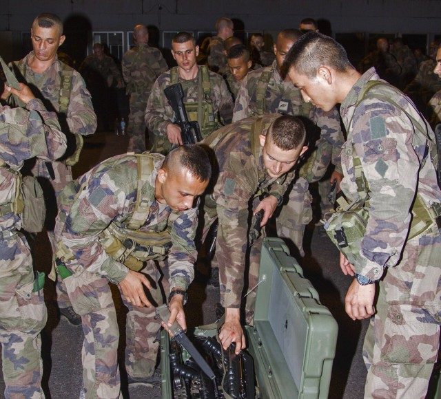 Arrivés à Fort-de-France, les légionnaires seront déployés pour renforcer la sécurité des opérations de secours à Saint-Martin