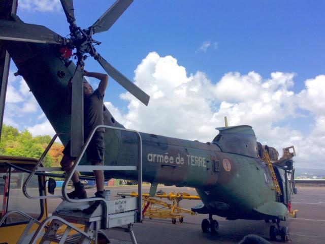 Remise en ligne de vol du Puma arrivé hier en Martinique par A400M pour renforcer les secours.