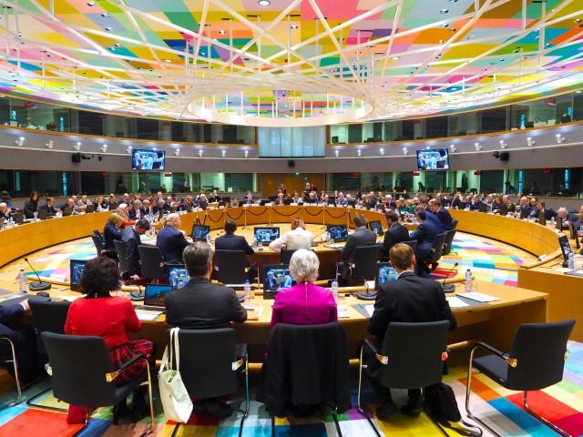 """25 pays ont officiellemen t enterinés les 17 premiers projets de défense conjoints lors d'un première réunion sous format """"PESCO"""" (Crédit photo: Agence européenne de défense)"""