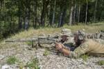 """Une équipe de tireurs d'élite danois règle un fusil TRG-42 durant la dernière édition de la """"Europe Best Sniper Team Competition"""" (Crédit photo: (U.S. Army/Kevin S. Abel)"""