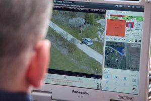 Le flux vidéo envoyé en temps réel par le DroGen permet à l'opérateur de voir ce que le drone fait et de garder un oeil sur la zone d'opération (Crédit photo: Christina Mackenzie)