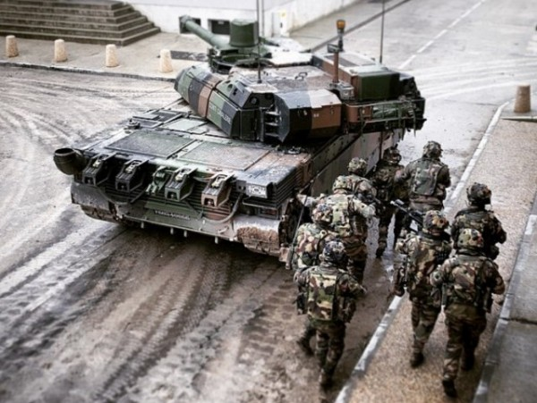 Moderniser le Leclerc pour assurer son intégration au sein des futurs GTIA Scorpion (Crédit photo: JRD/armée de Terre)