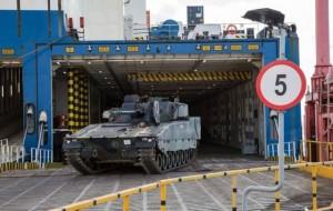 Les premiers CV90 estoniens sont arrivés au port de Paldiski, à l'ouest de Tallinn (Crédit photo: Ministère de la défense estonien)