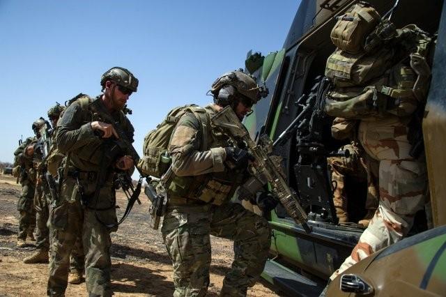 Barkhane montre les crocs et neutralise 20 djihadistes et une base logistique (Crédit photo: @EtatMajorFR/Ministère de la défense)