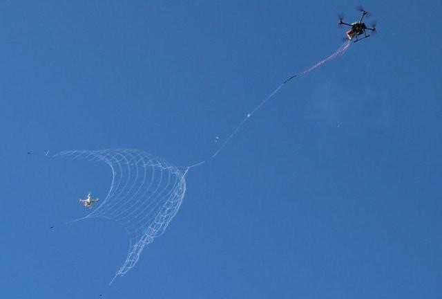 Le DroneCatcher en pleine partie de chasse (Crédit photo: DelftDynamics)