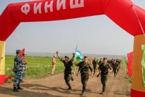 Un marathon? Plutôt l'arrivée de troupes aéroportées russe après un saut en parachute et 10km de course à pied (Crédit photo: Ministère de la Défense de Russie)
