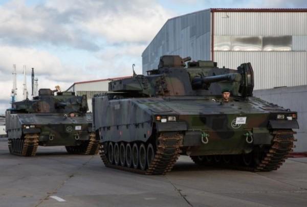 Deux des 12 CV9035NL réceptionnés par l'Estonie le 7 octobre dernier (Crédit photo: Ministère de la défense estonien)