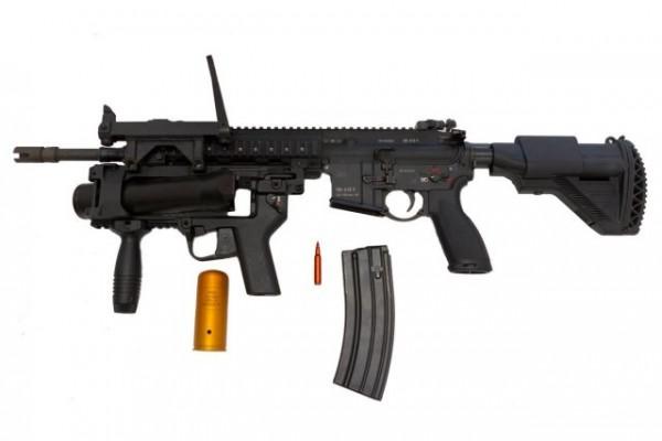 Le  HK 416F dans sa version standard, équipé du lance-grenade de 40 mm (Crédit photo: A.Thomas-Trophime©DICoD)