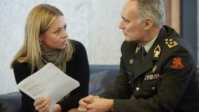 La ministre Jeanine Hennis-Plaschaaer et le général Tom Middendorp, victimes collatérales de l'accident du 6 juillet 2016 (Crédit photo: ANP)