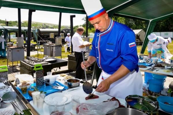 La compétition de cuisine de campagne, véritable MasterChef militaire (Crédit photo: Ministère de la Défense de Russie)