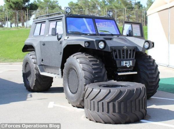 """Le """"monster truck"""" militaire Hunta présenté par Overcomer"""