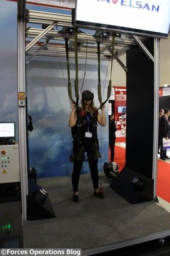 Et enfin le simulateur de saut en parachute exposé par Havelsan
