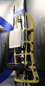 Le back-pack embarque tout le matériel nécessaire à la mise en place d'un réseau de télécommunication privé et sécurisé (crédit photo: GICAT)