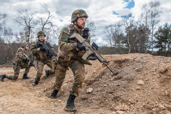 Les militaires du Bataillon Carabiniers Prince Baudouin - Grenadiers à l'entraînement au camp de la Courtine (Creuse) (Crédit photo : Ministère de la Défense de Belgique)