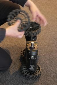 Les roues du Nerva peuvent être enlevées du châssis aussi rapidement qu'un DVD de sa boîte pour être remplacés par... (Crédit photo: Christina Mackenzie)
