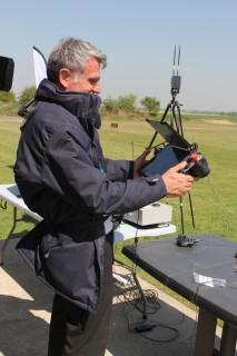 Un opérateur peut simultanément contrôler l'UAV et l'UGV (Crédit photo: Christina Mackenzie)