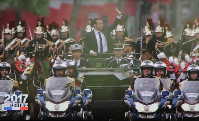 Le nouveau président remonte les Champs Elysées (photo: Christina Mackenzie, capture d'écran France 2)