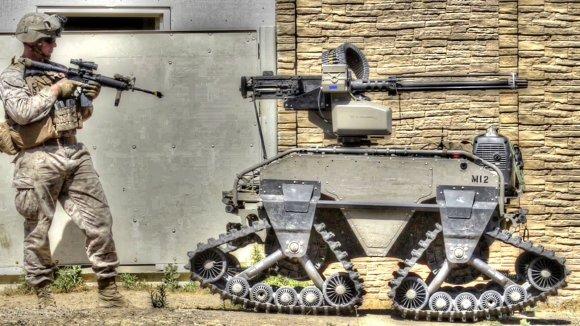 Le Laboratoire de combat de guerre du Corps des Marines à Camp Pendleton teste les véhicules terrestres et aériens sans pilote (photo : USMC)