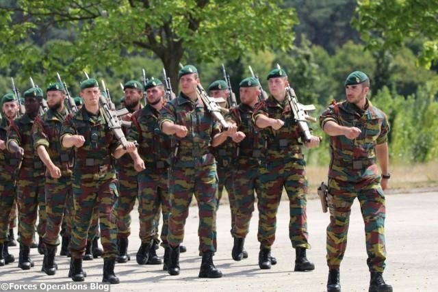 Défilé des troupes du SO Regt en clôture de la cérémonie
