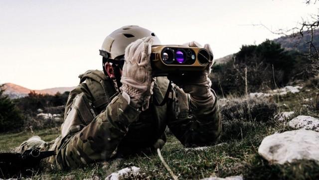 La jumelle binoculaire JIM Compact de Safran Vectronix (Crédit photo: Safran Electronics & Defense)