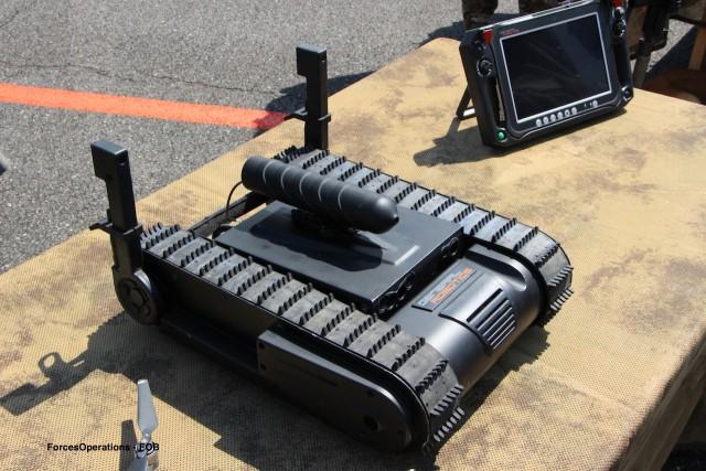 Le drone DOGO acquis par le 1er RPIMa et sa station de contrôle