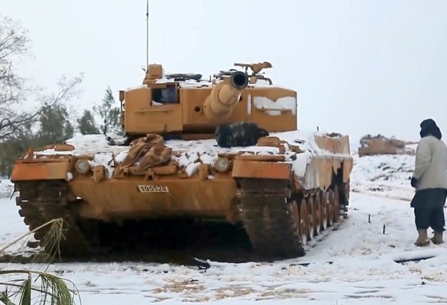 """Leopard 2 turc endommagé au cours de l'opération """"Branche d'olivier"""" dans l'enclave kurde d'Afrin, en Syrie (Source: YouTube)"""