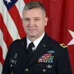 """Le général de division Robert M. """"Bo"""" Dyess"""