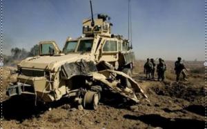 Le MRAP est conçu pour protéger ses occupants des explosions de mines, ce qui en fait un véhicule très lourd...