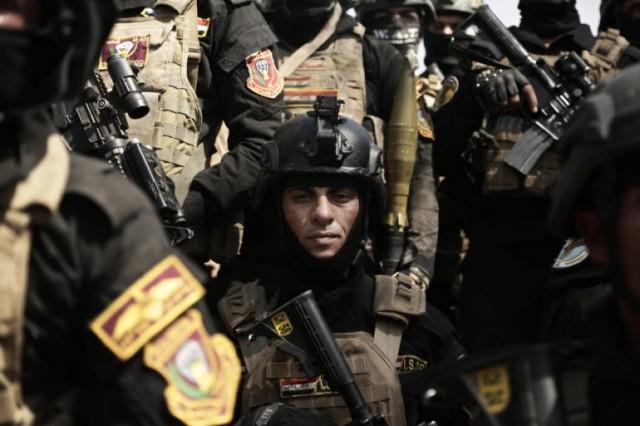 Un soldat du 1er bataillon des forces spéciales irakiennes après un exercice d'entraînement préparant à la prise de Mossoul. Bagdad. (AP Photo / Maya Alleruzzo